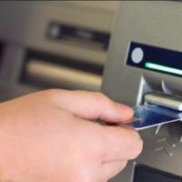Attention! Comment pouvez-vous être volé au guichet automatique lorsque vous retirez de l'argent?
